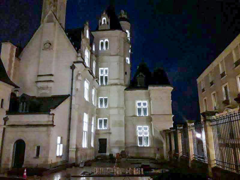 éclairage de la façade du Musée Pincé à Angers