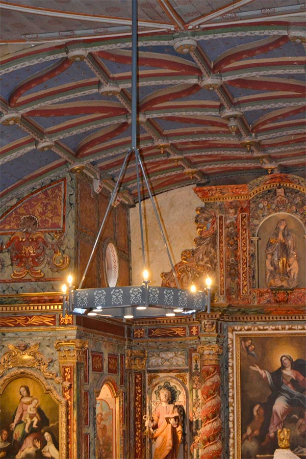 Travaux d'électricité réalisés dans l'église Notre Dame de l'Assomption à Louhossoa